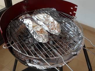 Folosesti folia de aluminiu in bucatarie? Ce risti si de unde incepe pericolul