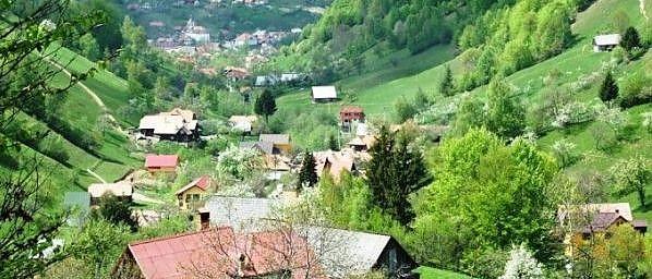 sat romanesc la munte