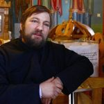 Om cu suflet mare: Un preot ridica un bloc pentru mamele singure