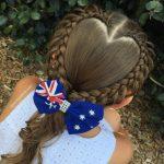Această mamă își trimite fiica la școală în fiecare zi cu cele mai superbe împletituri de păr