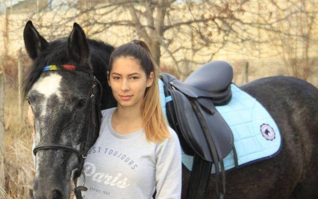"""Impresionanta adolescentă de 16 ani din Vaslui care conduce singură un centru de echitaţie: """"Sunt înnebunită după cai"""""""