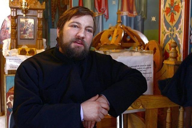 Un preot din Iași ne ajută să devenim îngeri păzitori pe Facebook