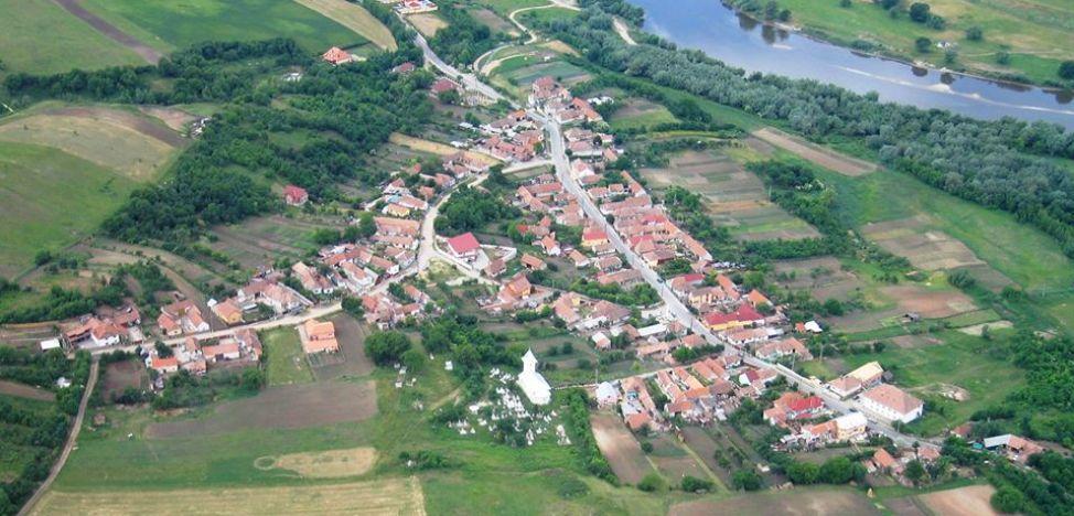 Satul din Alba, unic în România, care se gospodăreşte singur, după ideea genială a unor ţărani. Oamenii îşi fac poduri, repară străzi, biserică şi îşi ajută săracii