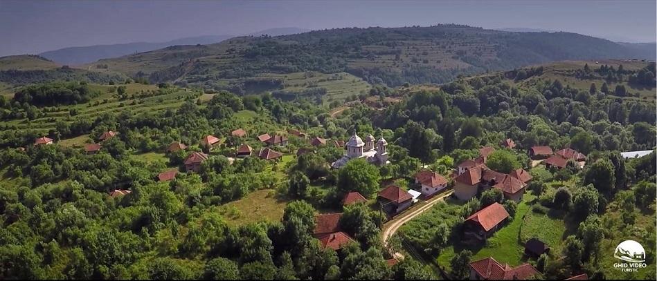 SUS CU VIAȚA! Un grup de tineri vrea să reînvie satul tradițional românesc. Primul pe listă este Alun, satul de marmură din Ținutul Pădurenilor