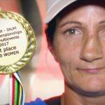 Tot respectul! Muncește cu ziua prin sat, dar e campioană mondială!