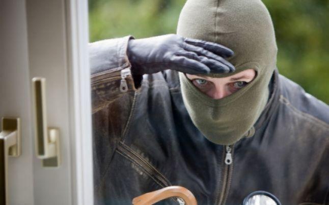 Cum să ne ferim de vizita hoţilor când plecăm în vacanţă
