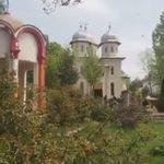 Spălarea picioarelor de către Părintele Stareț de la Mânăstirea Dervent